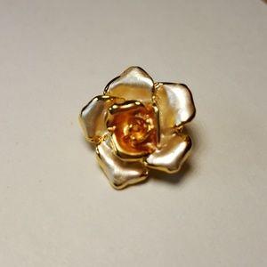 Lady Remington lia sophia small rose pin